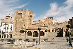 20160124193028-250px-caceres-spain-plaza-mayor-arco.jpg