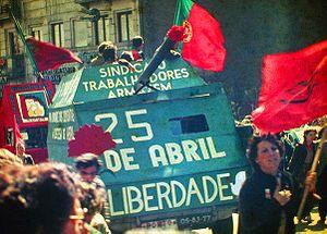 20170310165923-300px-25-abril-1983-porto-by-henrique-matos-01.jpg